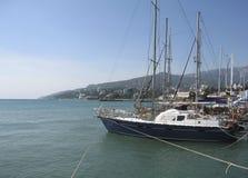 Jachten in haven, Yalta, de Krim royalty-vrije stock afbeelding