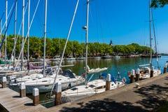 Jachthafen in Enkhuizen die Niederlande Lizenzfreie Stockfotos