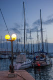 Jachthafen nachts Trogir kroatien Lizenzfreie Stockfotografie