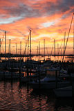 Jachthafen am Sonnenaufgang Stockfotos