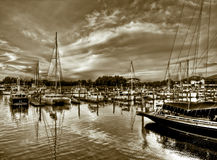 Jachthafen am Sonnenuntergang Stockfotografie