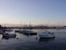 Jachthafen am Sonnenuntergang Lizenzfreies Stockbild