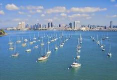 Jachthafen und San Diego Skyline, Kalifornien stockfotografie