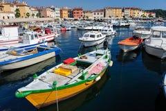 Jachthafen von Rovinj-Stadt, Kroatien Stockbilder