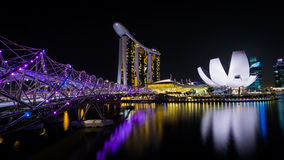 Jachthafenbuchtsande bis zum Nacht Singapur stockbild