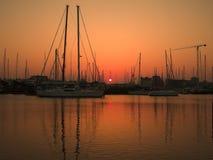 Jachthafensonnenunterganglandschaft stockbild