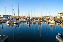 Jachthaven bij dageraad stock foto