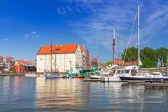 Jachthaven bij Motlawa-rivier in oude stad van Gdansk Stock Afbeelding