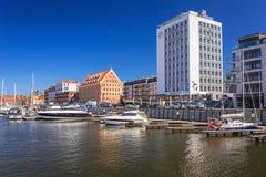 Jachthaven bij Motlawa-rivier in oude stad van Gdansk Stock Foto