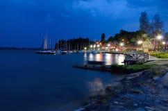 Jachthaven bij nacht ( Stock Afbeeldingen