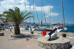 Jachthaven bij Poros eiland, Egeïsche overzees, Griekenland Stock Foto
