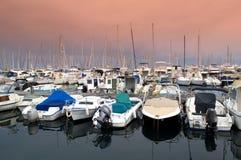 Jachthaven bij zonsondergang stock afbeeldingen