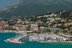 Jachthaven in Franse mediterrane stad Menton Stock Afbeeldingen
