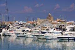 Jachthaven in Saintes-Maries-de-la-Mer, Frankrijk Stock Afbeeldingen