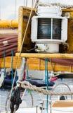 Jachting, części stara drewniana żaglówka w porcie żeglowanie Obrazy Stock