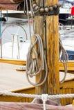 Jachting, części stara drewniana żaglówka w porcie żeglowanie Fotografia Royalty Free