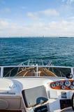 Jachtu żeglowanie na wodzie Zdjęcie Stock