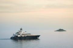 Jachtu żeglowanie w Adriatyckim morzu Obraz Stock