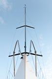 Jachtu frontowy widok z anteną na wierzchołku Fotografia Royalty Free