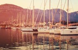Jachtu marina przy zmierzchem Fotografia Royalty Free