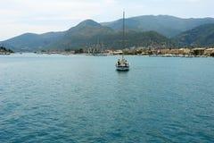 Jachtu oddawanie w porcie Obraz Royalty Free