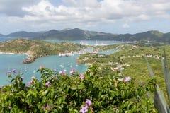 Jachtu schronienie Poza kwiaty na wzgórzu Fotografia Stock