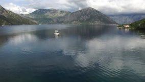 Jachty, łodzie, statki w zatoce Kotor zbiory wideo