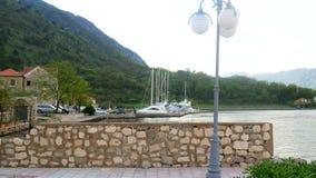Jachty, łodzie, statki w zatoce Kotor, Adriatycki morze, Monteneg zbiory wideo