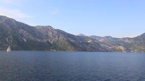 Jachty, łodzie, statki w zatoce Kotor, Adriatycki morze, Montenegro zbiory wideo