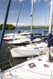 Jachty cumowali przy Boweness na Windermere, Jeziorny Windermere Zdjęcia Stock