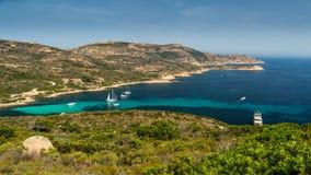 Jachty cumowali przy zatoką Revellata blisko Calvi w Corsica obrazy royalty free