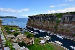 Jachty cumowali Starym Weneckim Fortecznym Corfu Obrazy Stock