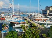 Jachty cumujący w Borgo Marinari schronieniu Neapolu włochy Obraz Stock