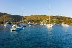 Jachty cumujący w schronieniu admiralicja trzymać na dystans Obrazy Stock