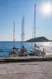 Jachty cumujący przy Agios Nikolaos portem, Zakynthos Zdjęcia Stock
