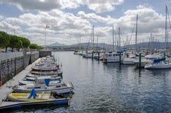 Jachty cumuje w marina Hondarribia zdjęcia stock