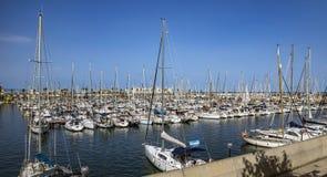 Jachty i żaglówki cumowali w Portowym Vell Barcelona Obrazy Stock