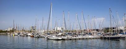 Jachty i żaglówki cumowali w Portowym Vell Barcelona Zdjęcia Royalty Free