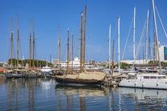 Jachty i żaglówki cumowali w Portowym Vell Barcelona Zdjęcia Stock