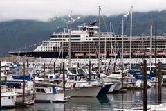 Jachty i statek wycieczkowy zdjęcie royalty free