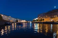 Jachty na Fontanka rzece przy nocą w St Petersburg, Rosja Zdjęcie Royalty Free