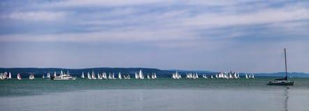 Jachty na Jeziornym Balaton w lecie, Węgry obrazy royalty free