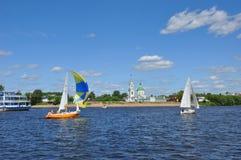 Jachty na Volga rzece w Tver mieście, Rosja Fotografia Royalty Free