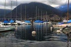 Jachty na zima parking na jeziorze Zdjęcie Stock