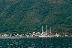 Jachty, łodzie, statki w zatoce Kotor Obrazy Royalty Free
