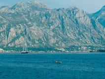 Jachty, łodzie, statki w zatoce Kotor Obraz Royalty Free