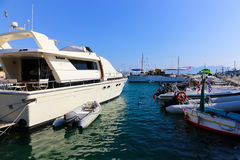 Jachty przy Aegina wyspą - Grecja Obraz Stock