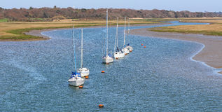 Jachty przy kotwicą na Solent Obrazy Royalty Free