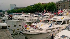 Jachty przy schronienie festiwalem obrazy royalty free