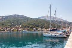 Jachty w Agia Effimia porcie na Kefalonia Zdjęcie Stock